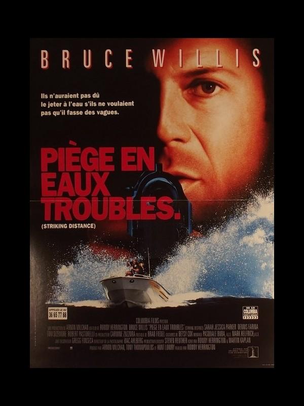 Affiche du film PIEGES EN EAUX TROUBLES - STRIKING DISTANCE