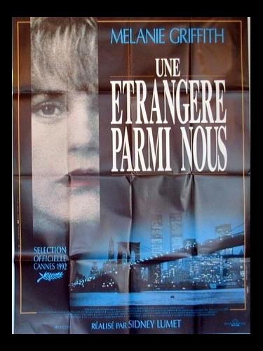 Affiche du film UNE ETRANGERE PARMI NOUS