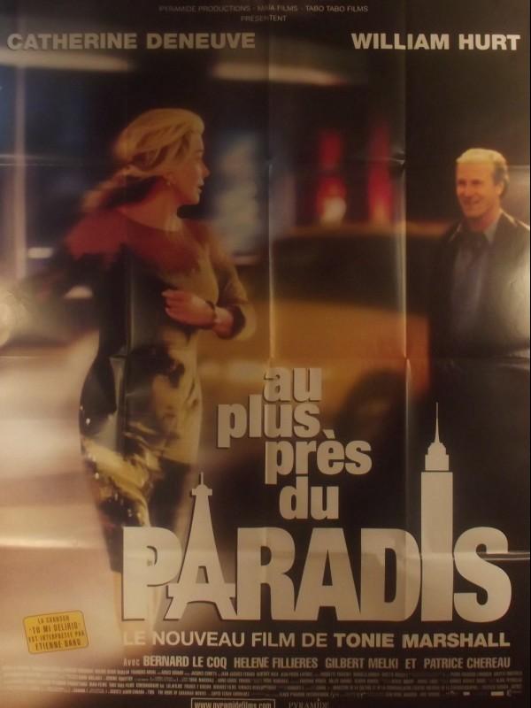 Affiche du film AU PLUS PRES DU PARADIS